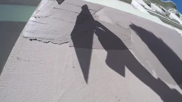 Detail pracovního omítnuté zdi s lopatkou