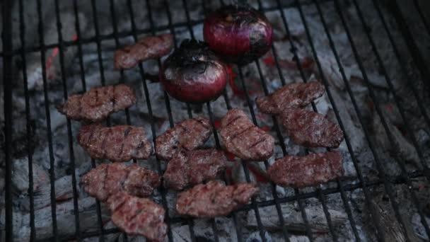 Karbanátky, grilování na grilu