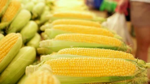 Čerstvé kukuřice na trhu
