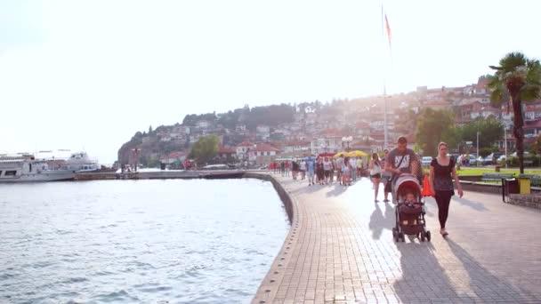 Ochrrid, Makedonie, červen 2015: každodenní scéna z Ochridu v Makedonii, proslulá svým historickým centrem UNESCO a krásným jezerem oddělujícím Makedonii od Albánie.