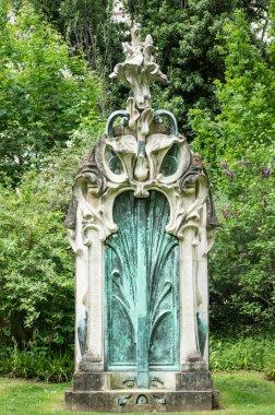 Art Nouveau style grave