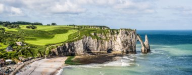 Picturesque view of seashore near Etretat