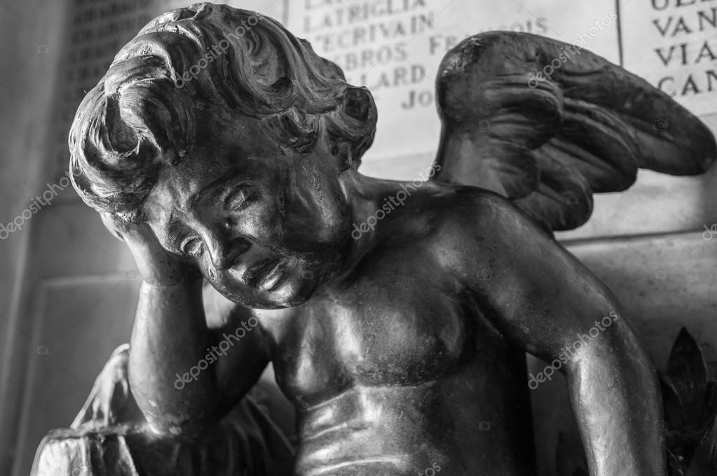 Ange Qui Pleure statue de l'ange qui pleure — photographie hzparisien@gmail
