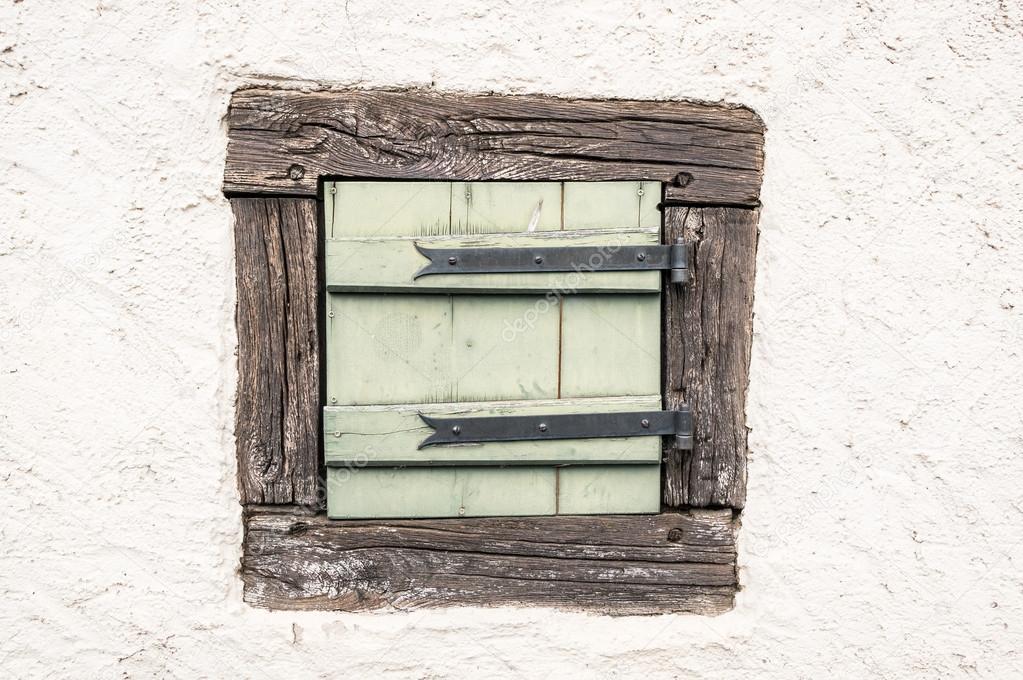 Petite Fenêtre En Bois Photographie Hzparisien At Gmailcom 99889614
