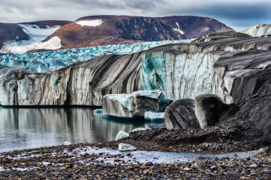 Glacier the Serp-i-Molot in a bay Bear on Novaya Zemlya