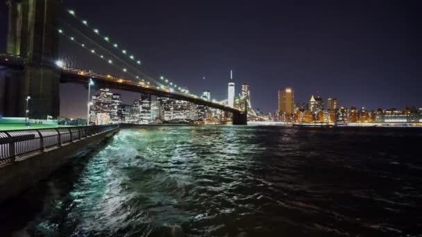 Hudson River New York v noci - Manhattan, New York/Usa 25 dubna 2015
