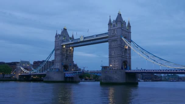 4k Time-lapse of Tower Bridge London in the evening