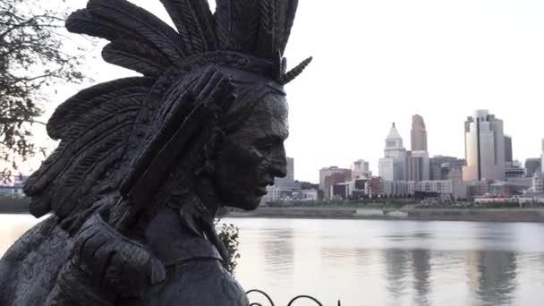 natív amerikai szobor: Ohio folyó