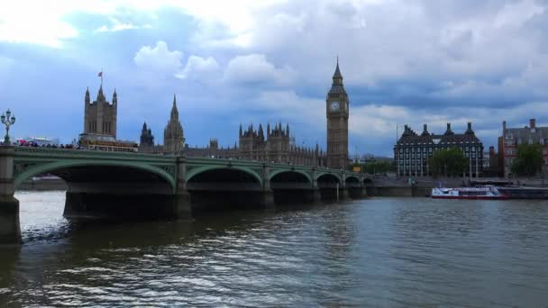 Westminster bridge a domy parlamentu s big Benem