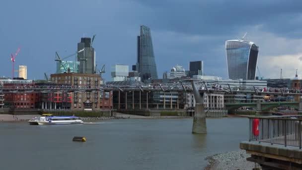 Millennium most London Lávka pro pěší přes řeku Temži