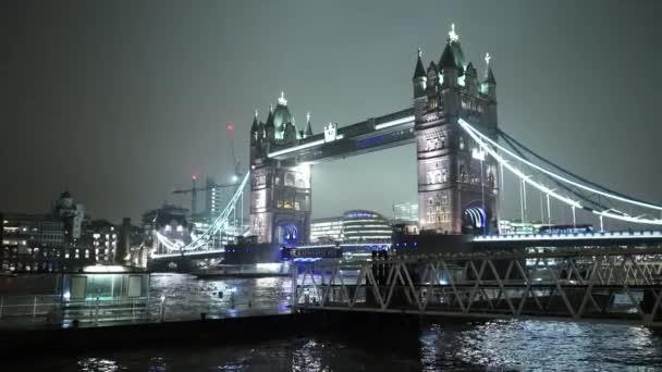 Krásné noční pohled na London Tower Bridge - Londýn, Anglie