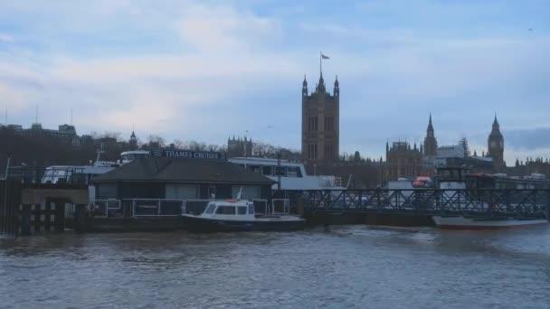 Domy z parlamentu a Řeka Temže Londýn