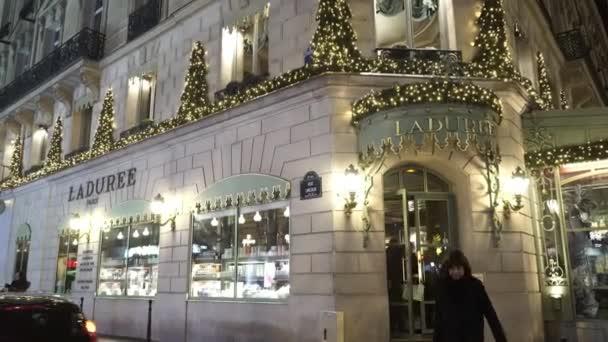 Slavné luxusní kavárna a restaurace La Duree na Champs Elysees Paříž - Paříž, Francie