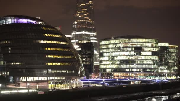 Fantasztikus város fényei több Londonban Riverside és a városháza - London, Anglia