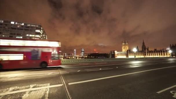 Červený autobus přes Westminster Bridge Londýn - Londýn, Anglie