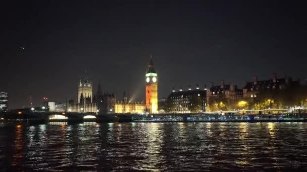 Westminster House of Parliament és a Big Ben éjjel - London, Anglia
