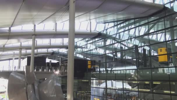 Futuristico terminal dell aeroporto di londra heathrow u video