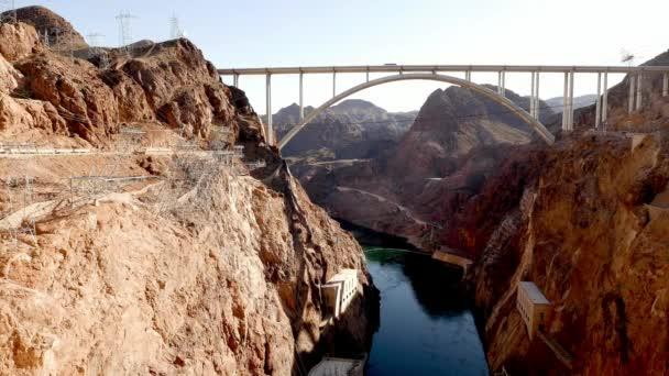 beeindruckende mike ocallaghan-pat tillman gedenkbrücke - umgehung des staudamms