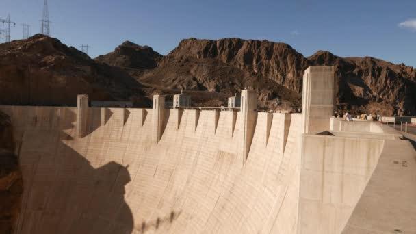 Beeindruckende Staudammmauer