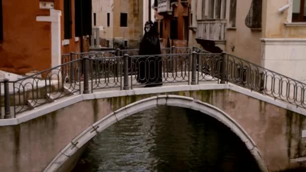 A híd - Velence, Venezia álarcos hölgy