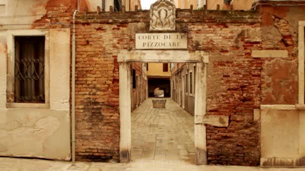 Eingang eines antiken Gebäudes in Venedig, Venedig