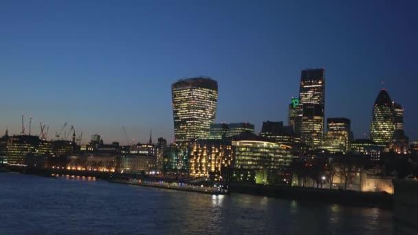 A londoni City skyline, az esti órákban - London, Anglia