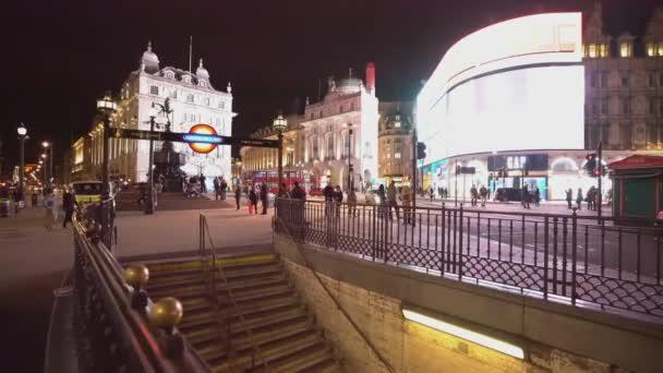 Londýn Piccadilly Circus v noci - Londýn, Anglie