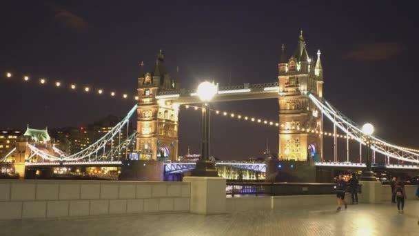Krásný Tower Bridge Londýna večer - Londýn, Anglie