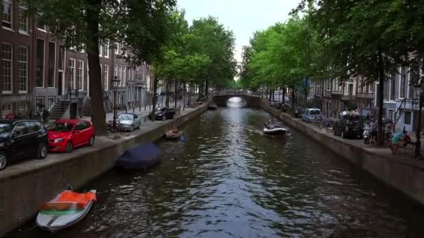 Romantické průplav Leidsegracht v Amsterdamu