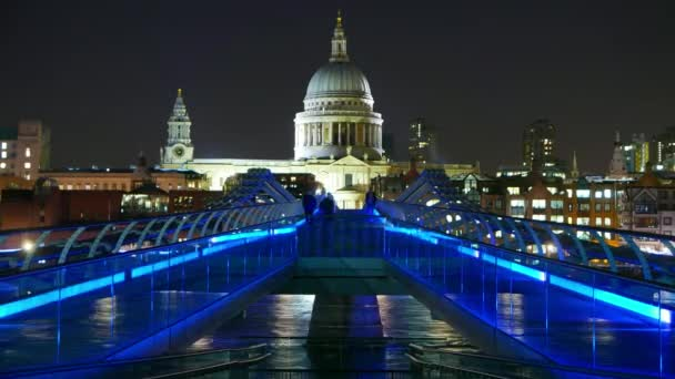 Fantastic night time lapse of Millennium Bridge and St. Paul's London in 4k