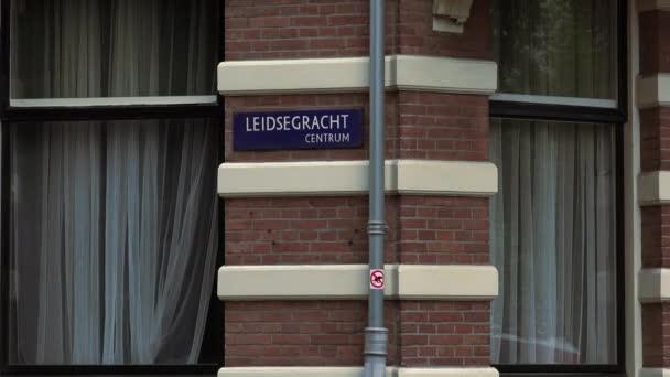 Slavného Canal Leidsegracht v centru města Amsterdam