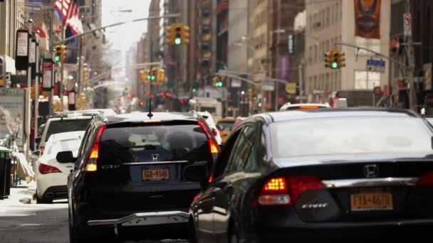 Tele shot z ulice Manhattanu provoz New York, Usa