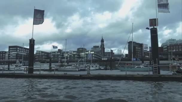 Blick über den Hafen Hamburg-Landungsbruecken-Hamburg-Deutschland
