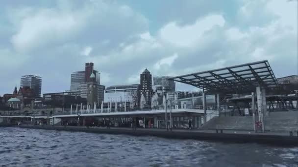 St. Pauli Landungsbruecken am Hamburger Hafen Hamburg Deutschland