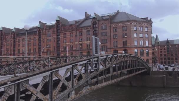 Brücke zur Hafenstadt Hamburg und Hamburger Hafenbehörde Hamburg Deutschland