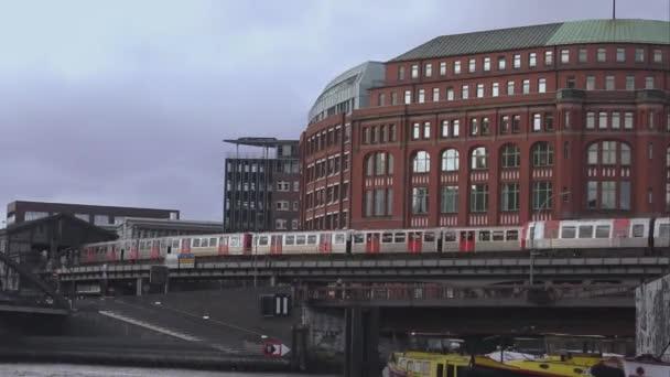 Straßenbahn am Hamburger Hafen Landungsbruecken-Hamburg-Deutschland