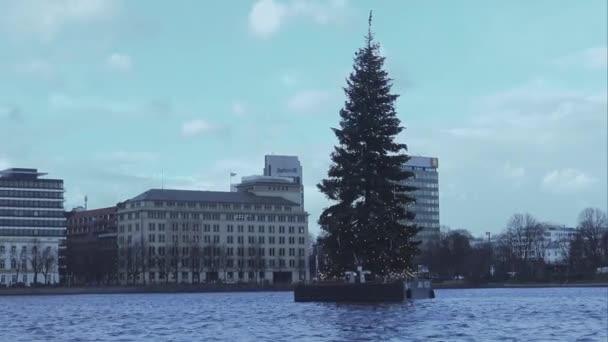 Schwimmende Weihnachtsbaum auf der Binnenalster in Hamburg Hamburg Deutschland