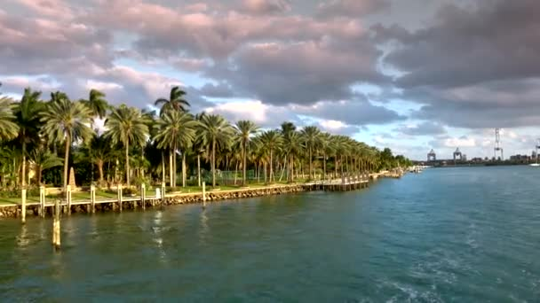 Beautiful islands around Miami with exclusive celebrity mansions