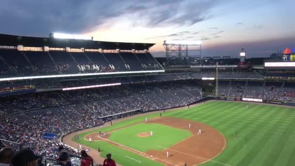 Crowded Turner Field baseball stadion - Atlanta, Egyesült Államok - június 10, 2016
