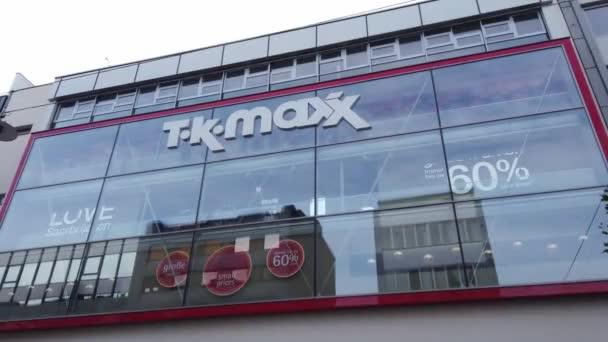 TK Maxx áruház a városban - SAARBRUECKEN, NÉMETORSZÁG - NOVEMBER 15, 2020