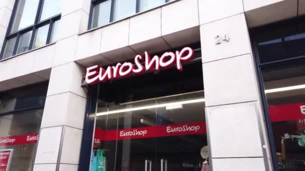 Euroshop-Geschäft in der Stadt - SAARBRÜCKEN, DEUTSCHLAND - 15. NOVEMBER 2020
