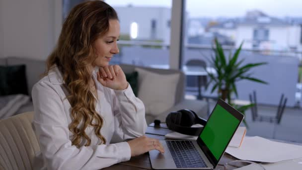 Young business woman at home office - -green screen monitor
