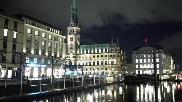 Erstaunliche Innenstadt von Hamburg bei Nacht