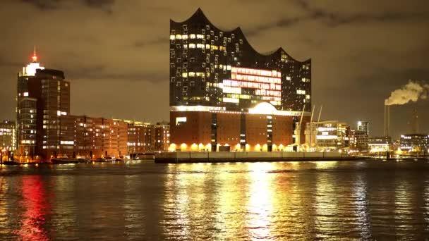 Schöner Hamburger Hafen mit Elbphilharmonie bei Nacht