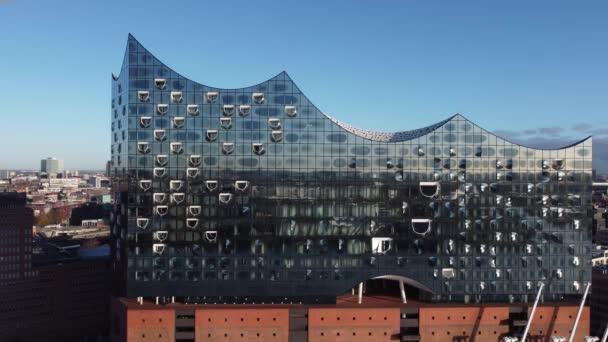 Berühmte Hamburger Elbphilharmonie im Hafen - HAMBURG, DEUTSCHLAND - 25. Dezember 2020