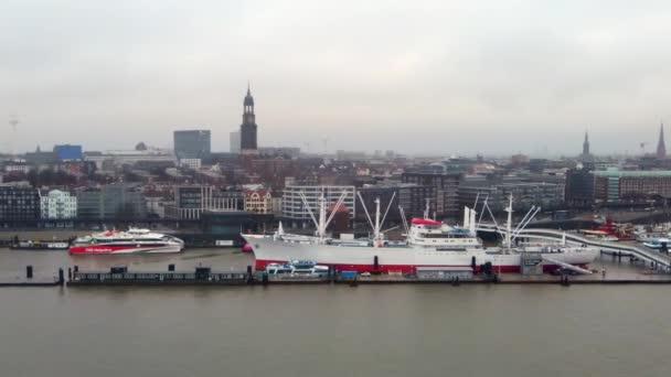 Hafencity in Hamburg - HAMBURG, DEUTSCHLAND - 24. Dezember 2020