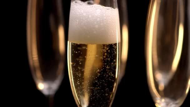 Sklenice šampaňského - zpomalený výstřel