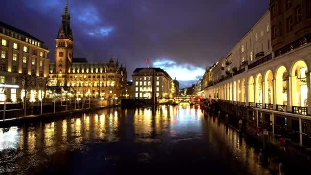 Schöne Alsterarkaden in der Hamburger Innenstadt