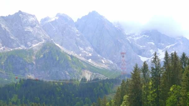 Typische Landschaft in Bayern und Allgäu - die deutschen Alpen
