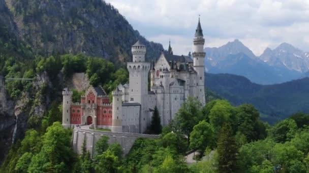 Das berühmte Schloss Neuschwanstein in Bayern